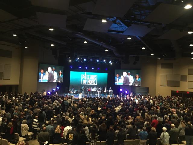 新会堂で毎週10500人の礼拝・・