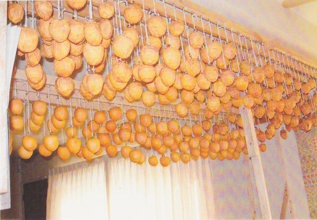 干し柿を干す作業3